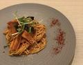 料理メニュー写真茄子とベーコンのトマトソース