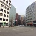 【博多駅からお越しのお客様】 ヨドバシカメラ様を背に音羽交差点を福岡銀行様方向に直進。