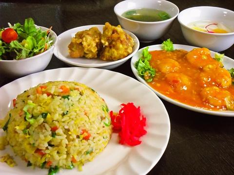 中国の宮廷料理をリーズナブルなお値段で楽しめる、本場のチャーハン召し上がれ!