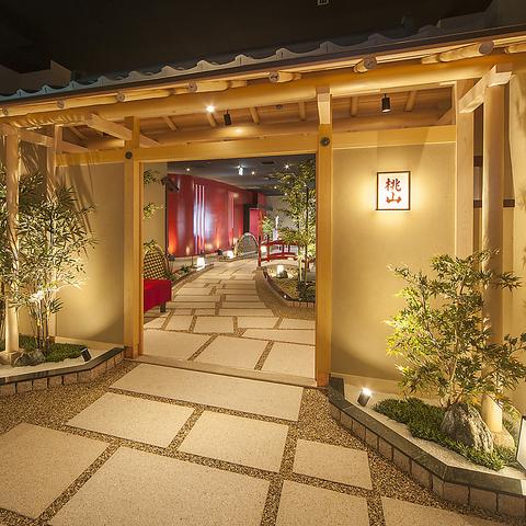 自然光溢れる、寛ぎの空間で美味しい料理と美しい眺望を楽しむことができる。