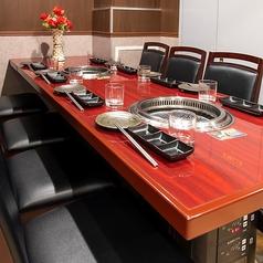 ◆完全個室を2部屋完備◆8名様まで入れるプライベート空間の個室席です。接待・歓送迎会・誕生日・女子会に!新宿駅から徒歩3分の抜群のロケーションは待ち合わせにも最適です。個室席のご予約はお早めに!【新宿 個室 飲み放題 焼肉 デート】