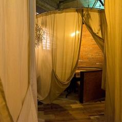 【2F】まわりを気にせずゆったりできる個室!グランピング風にカーテンで仕切られたお洒落な個室は大人気★