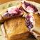 料理メニュー写真クランベリージャムとマシュマロのホットサンド