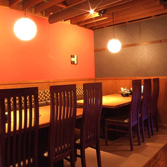 お客様がゆったりとくつろいでいただく為のテーブル席もご用意!広々とした開放的な空間の中で普段以上に会話が弾み楽しいお酒の場をご提供します!大宮でゆったりとした空間のなかでのご宴会、焼肉 しゃぶしゃぶ食べ放題を楽しむなら居酒屋 甘太郎へ!