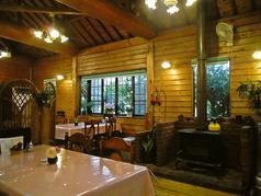 店内には今では珍しい暖炉が…温かみのある空間で美味しいお料理をどうぞ◎