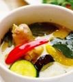 料理メニュー写真鶏肉と茄子のグリーンカレー