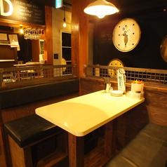 【2階】ゆったり落ち着いたテーブル席【十三 居酒屋 貸切 誕生日 飲み放題 会社宴会 女子会】