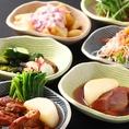 多彩な小鉢料理は1皿390円!