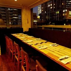 【夜景パーティー】7Fの夜景の見えるレストランフロア。3面のパノラマ夜景を楽しみながら、当店自慢のオリジナルビール片手にシェフの絶品アメリカンフレンチ料理をお楽しみ下さい。
