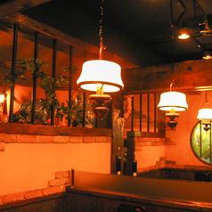 テーブルの上にはペンダントの柔らかな明かりが…店内は木材をふんだんに使用しているので全体的にあったかな雰囲気を醸し出しています★