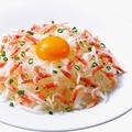 料理メニュー写真釜揚げ桜海老と新玉ねぎのサラダ