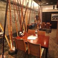 蔵×竹の奥久慈をイメージした店内です