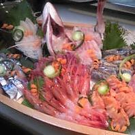 豪かな船盛も!接待やお祝いの席に。日本酒が進みます。