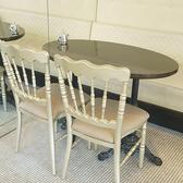 白を貴重としたアンティーク調の家具が自慢です。