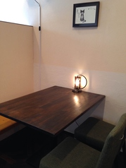 テーブル席4名×3席ご用意しております。大人数の場合はお問い合わせ下さい。