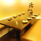 間仕切りのある個室調のお席は8名様まで。