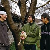 当店で使用しているのは銘柄鶏の「大山(だいせん)どり」。古来より日本四名山に数えられ、その山容から「伯耆富士」とも呼ばれる名峰「大山」。豊かな大自然と清冽な湧水に恵まれたその麓で、安心・安全に徹底した生産者の皆さんの努力と笑顔によって育まれています。