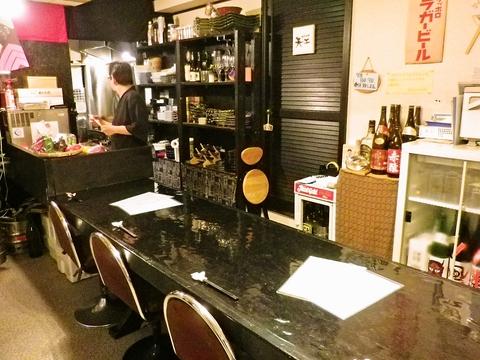 関西出身の主人が温かく迎えてくれるお店。関西風の味を楽しめる。