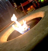 テラス席には、インスタ映え間違いなしな暖炉アリ◎ここでマシュマロ焼きもOK!!