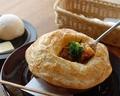 料理メニュー写真ビーフシチューのパイ包み焼き