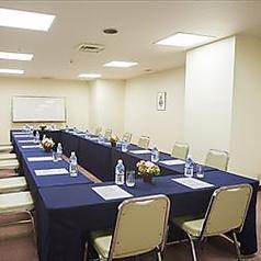 会議室「ポプラ」6名様~30名様までOKの個室がございます。幹事様も安心のホテルのおもてなし。会議・研修・ご宴会の控室等幅広くご対応致します。