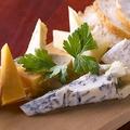 料理メニュー写真チーズ盛り合わせ《Cheese Platter》