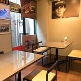 店内にあるテーブル席は、なんとポルシェカイエンの塗料を取り寄せて作られた珍しいテーブル★