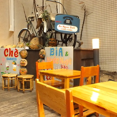 心地よい風が吹くテラス席!ベトナムから取り寄せた、自転車や看板などを飾っております★
