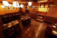 懐かしい大衆酒場の雰囲気で活気のある店内!