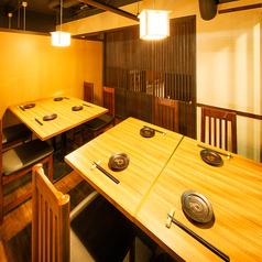 【完全個室】2名~6名様席 落ち着いた雰囲気の店内で絶品鶏料理と地酒をご堪能ください。ご宴会から接待まで幅広くご利用いただけます。