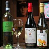店内には外国産の瓶ビールやワインもございます。お料理に合わせてお楽しみください♪