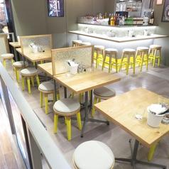 テーブル席ゆっくりお食事にも◎どんなシーンでも◎2名~最大22名まで着席可。