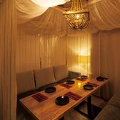 3面をリゾートスタイルのカーテンで囲ったカバナ個室♪