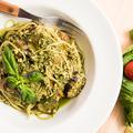 料理メニュー写真鶏ひき肉のラグーと淡路島バジルのジェノバ風 スパゲティー