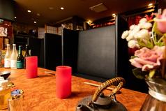 ◆カウンター席もご用意◆少人数プライベートを充実させたい方、落ち着いて店を愉しみたい方にも人気のカウンター席。オススメのノンアルコールカクテルも扱う当店でこだわりの一杯をお楽しみください。