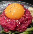 料理メニュー写真極上桜ユッケ