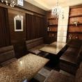 【4階 完全個室VIP席】 当店最上階はシャンデリアが輝く完全個室VIP席。ゴージャスな内装が雰囲気抜群!12名様まで収容可能なこちらのお席は合コンや女子会におすすめ♪1部屋のみのお部屋ですのでご予約はお早めに…詳しくはスタッフまでお問い合わせください。