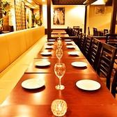 【15~20名個室】さまざまな利用シーンに対応できるように移動可能なテーブル席を完備しております◎和牛ロースのグリルなど絶品肉バルメニューや創作エスニック料理が付いた飲み放題付プランがお得!