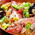 料理メニュー写真本日のお魚料理(例、金目鯛のアクアパッツァ)