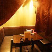 個室などプライベート空間も充実した居酒屋「芋蔵名駅」