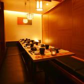 ゆったり寛げる広々とした個室空間。情緒溢れる大人な個室空間で、当店自慢の秋田の郷土料理、きりたんぽ鍋を囲んでご宴会をお楽しみください。ご予算、お人数様もお電話にてご相談ください。