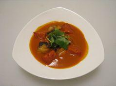料理メニュー写真地鶏のトマト煮/三河赤鶏を磐田産フルーツトマトでじっくり煮込んでありまあす