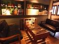 ゆっくりとした時間を過ごせる人気のソファー席。小さなパーティーが開催されている事も。4名~7名程度まで着席できます。