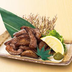 料理メニュー写真豚とろの炭火炙り焼~黒胡椒仕立て~