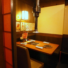4名様テーブル。半個室席。(焼肉 梅田 食べ飲み放題 食べ放題 飲み放題 チーズフォンデュ 誕生日 女子会 肉 チーズ)