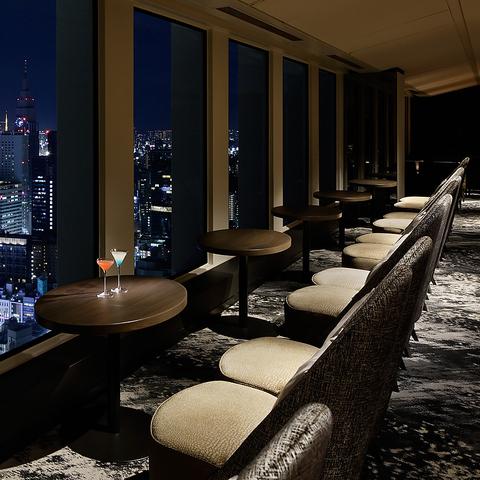 摩天楼から望む、昼と夜の眺望