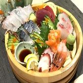 《種類豊富な魚料理メニュー》刺身6種盛り合わせをご用意しております。最大70名様まで掘りごたつの個室でご宴会可能な当店で各種宴会・仕事終わりにいかがですか♪大切な方との誕生日・記念日に当店特製《デザートプレート》のご用意もできます!!