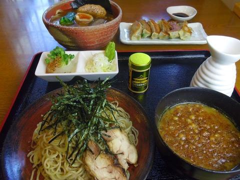 「あってり麺」とは、あっさりとこってりの融合スープ。商標登録もされている。