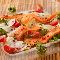 薫製サーモンと魚介のカルパッチョ
