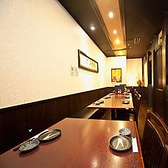 移動可能なテーブル席。さまざまな形でご利用可能です。最大20名様で個室としてご利用頂けます。